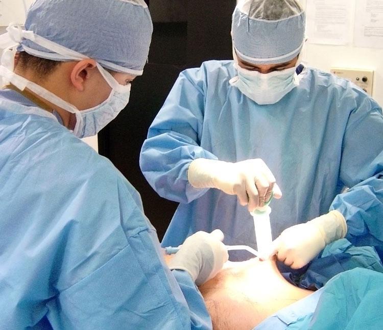 Лечение гинекомастии при помощи операции
